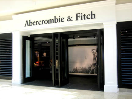 Abercrombie & Fitch announces very poor earnings