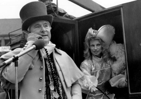 Ernie Wise first mobile call