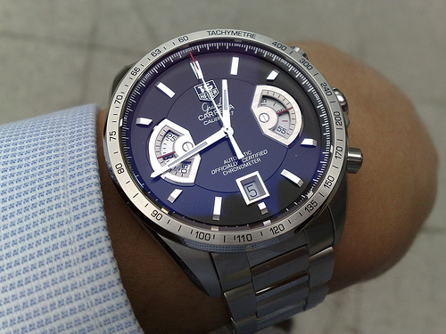 Tag heuer developing a luxury smartwatch with google and intel market business news for Watches google