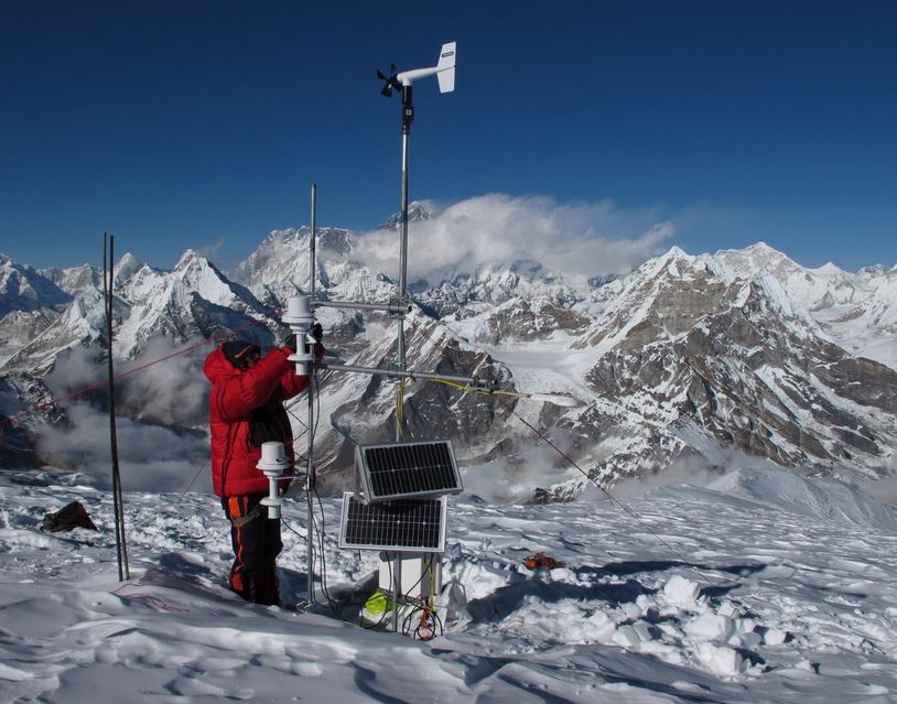 Taking Everest measurements
