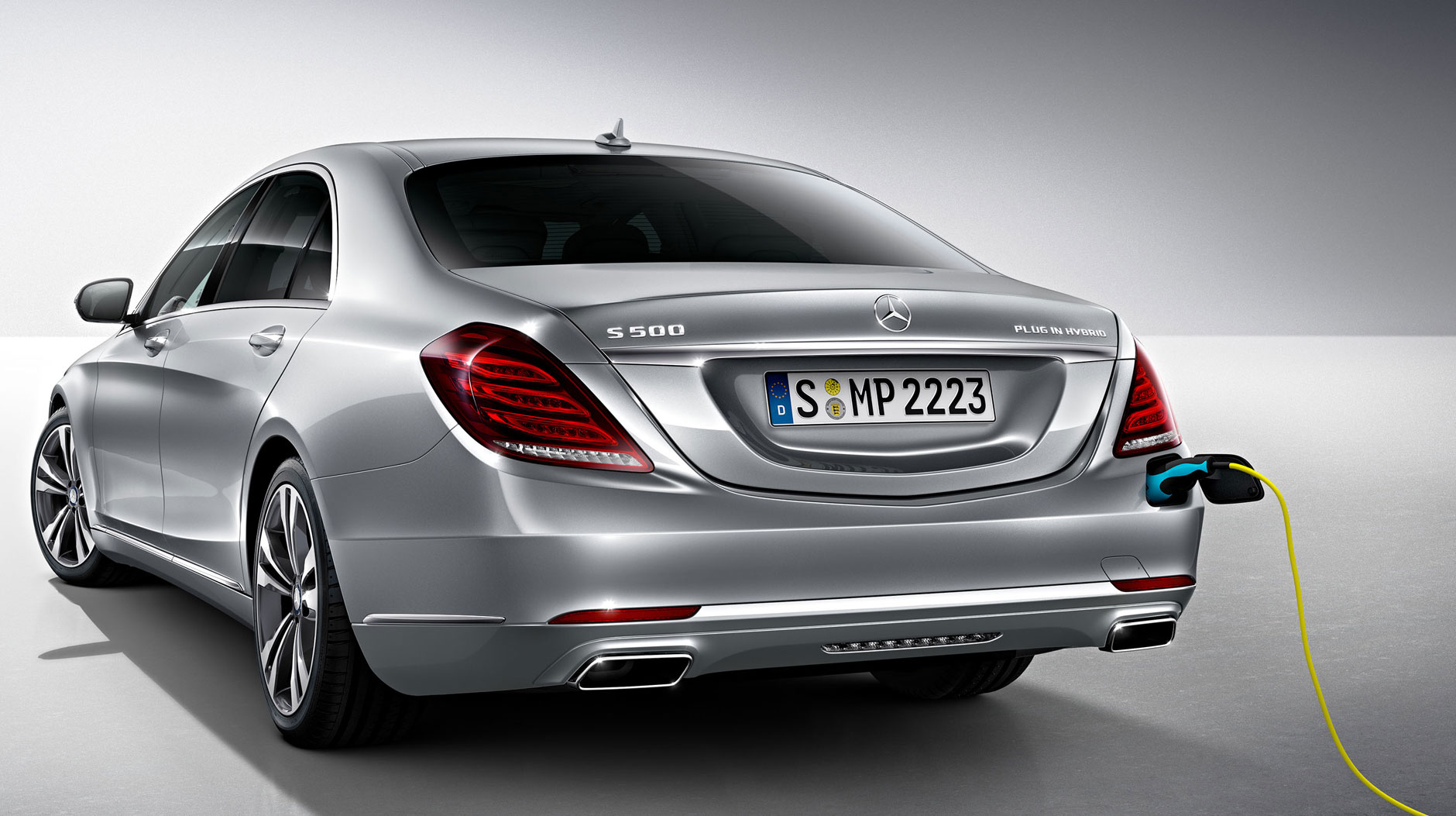 Daimler and qualcomm to develop wireless charging for for 2017 mercedes benz s550 plug in hybrid