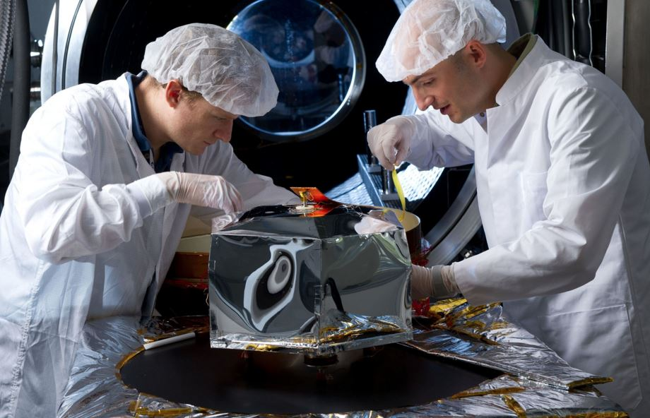 Scientists making the seismometer SEIS