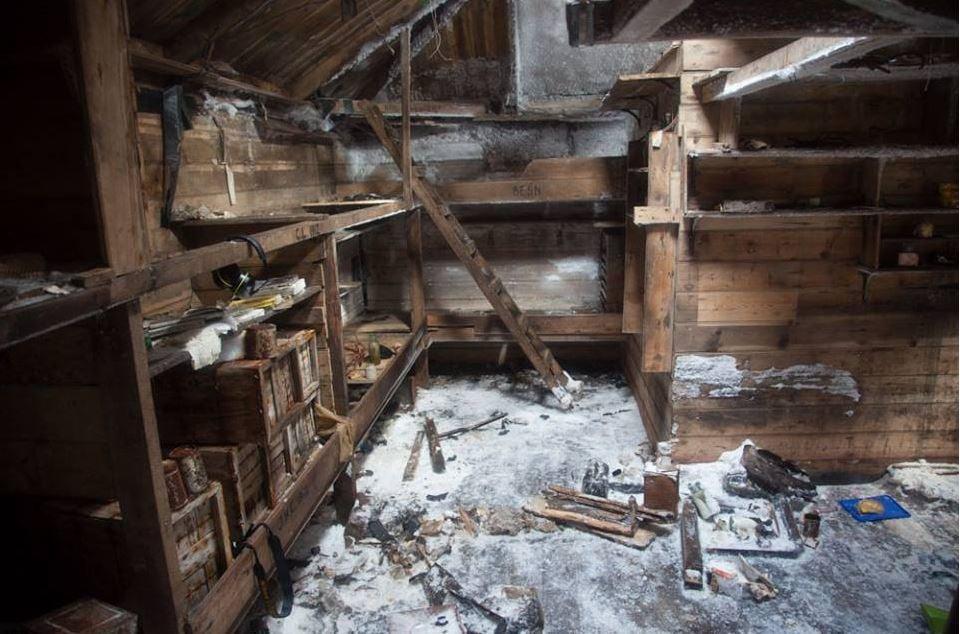 Mawsons Hut inside