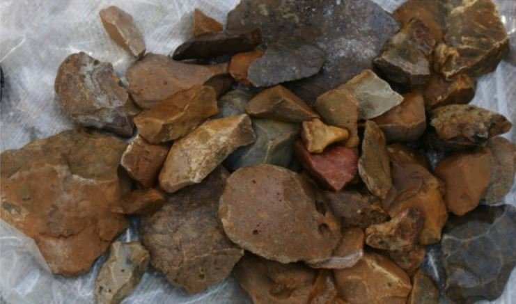 Stone artefacts probably made by Hobbit humans
