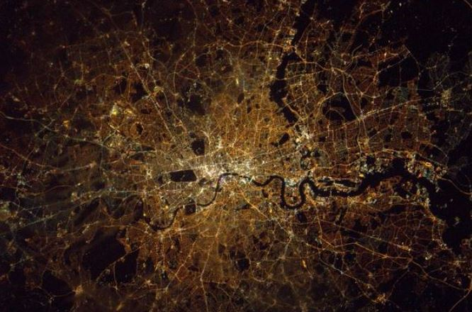 Tim Peake phorographs London at night