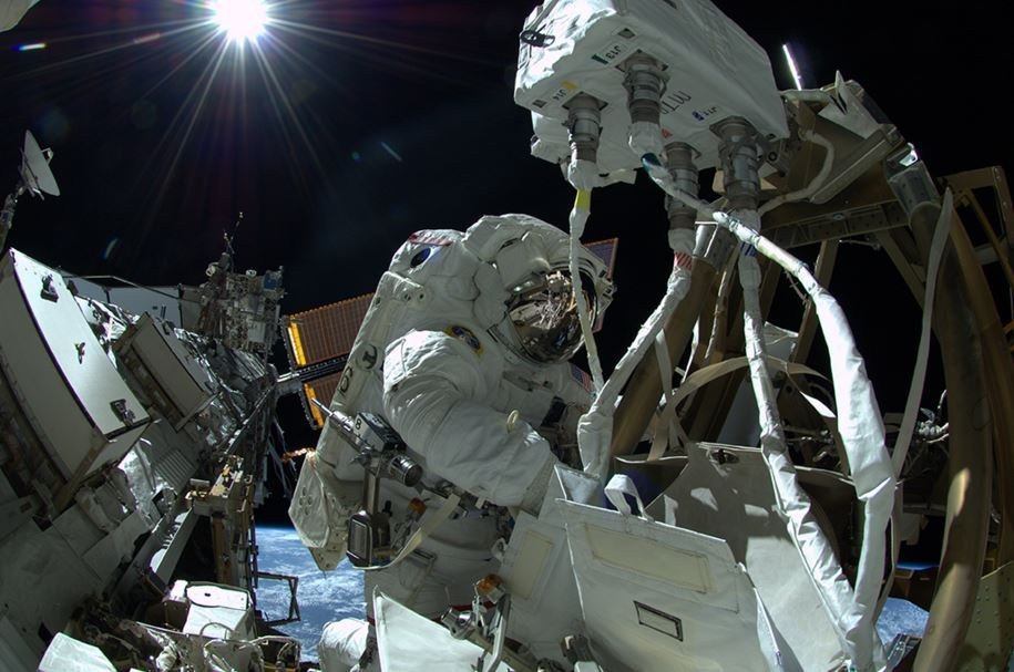 Major Tim Peake reparing ISS