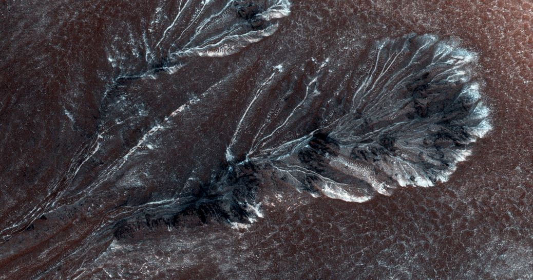 Frosty carbon dioxide gulleys Mars