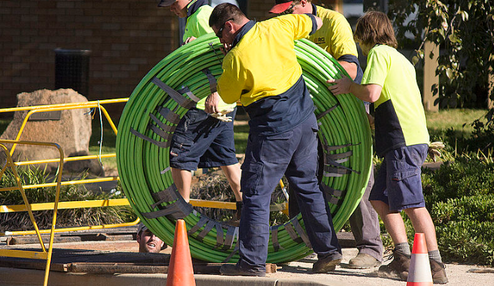 Fibre_Optic_Cable_Being_Rolled_Out
